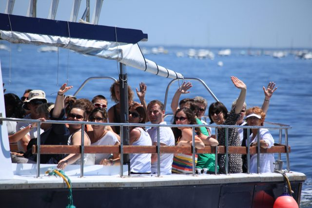 bateau avec pilote et guide pour groupe séminaire