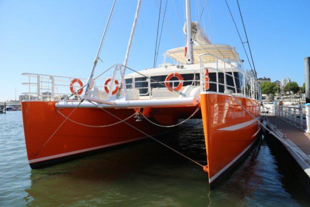 location de bateau avec pilote pour groupe catamaran 180 places